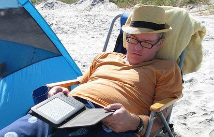 liseuse en vacances