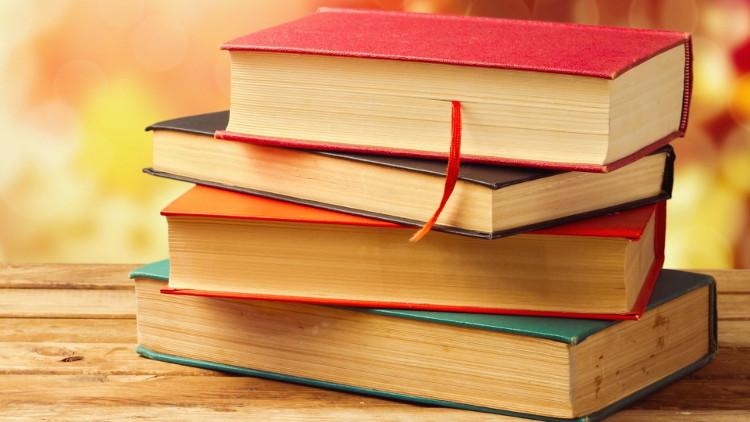 Des livres empilés (pile de livres)
