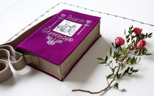 Book-bags-Alice-in-Wonderland-Lewis-Carroll-540x383