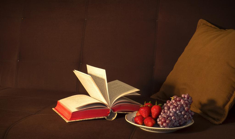 livre et raisin