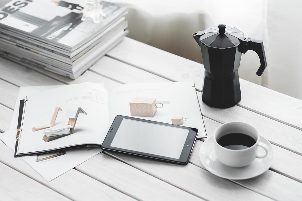 liseuse tablette table café ebook
