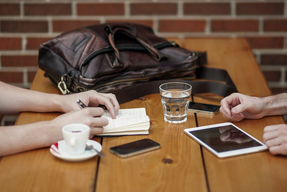 tablette smartphone café