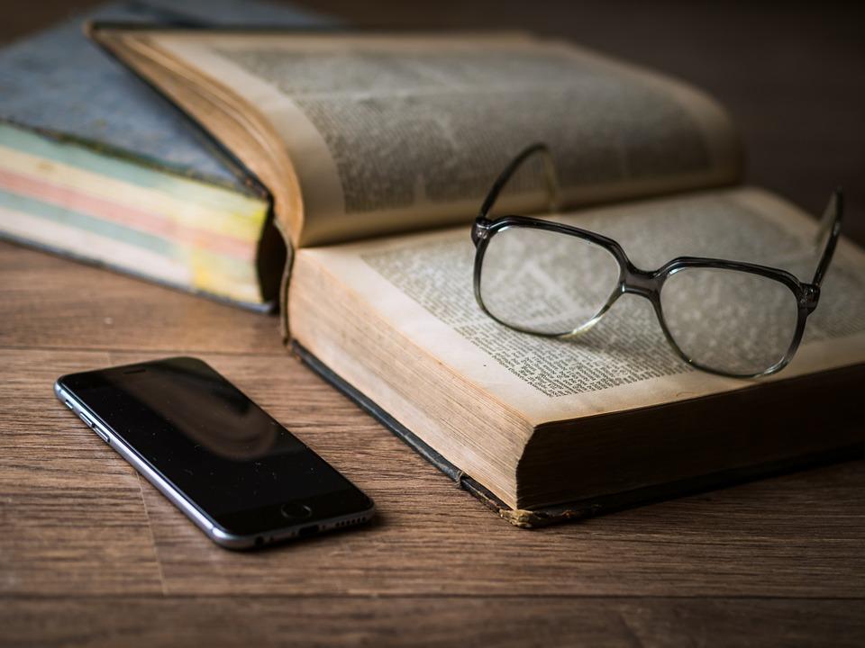 lecture, livres, smartphone