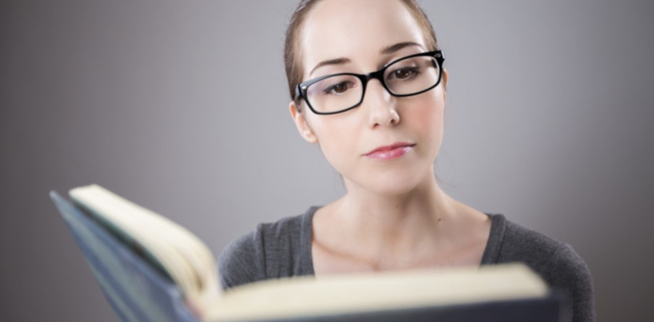 bibliothèque livre librairie femme