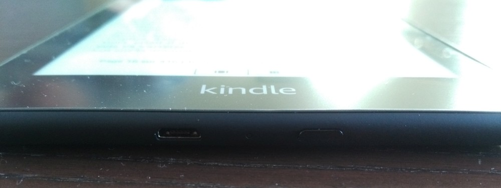 Review Kindle Paperwhite : button on off and port usb