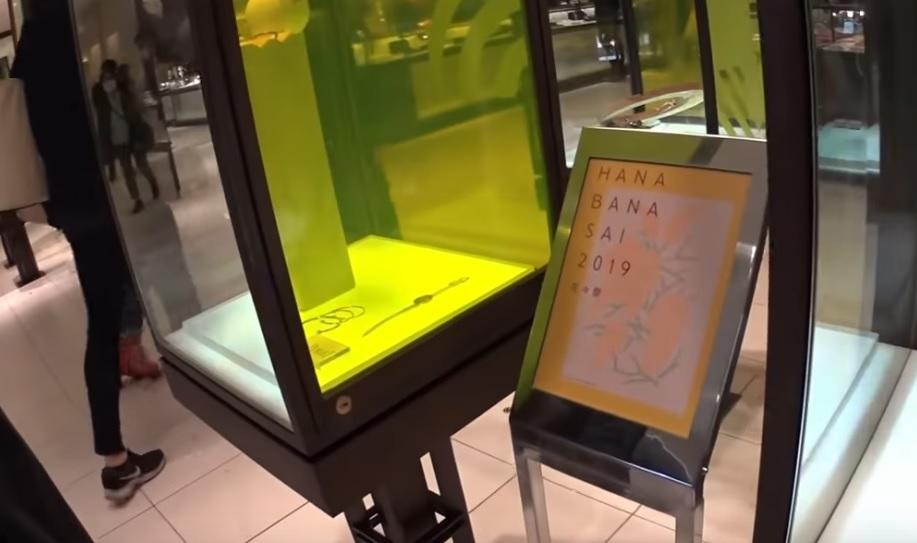 Un écran E Ink couleur de dernière génération au centre commercial Isetan Shinjuku de Tokyo