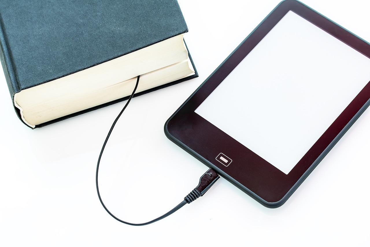 ebook : un livre et une liseuse