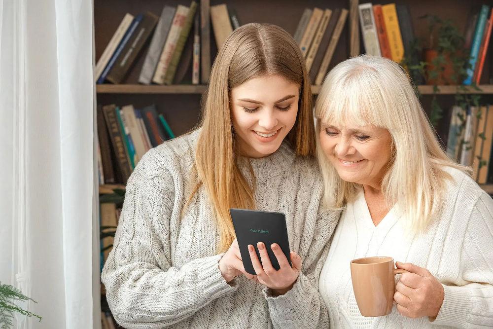 des femmes qui lisent des ebooks
